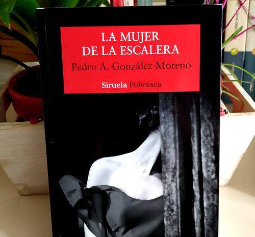 La mujer de la escalera / Pedro A. González Moreno
