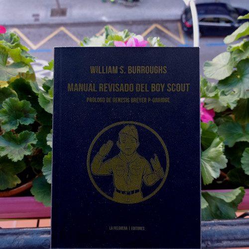 Portada de «Manual revisado del Boy Scout», de William S. Burroughs. Ed. La Felguera. Colección Narrativas del desorden. Il. portada: Mario Riviére
