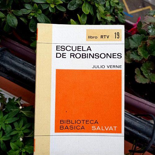 Portada de «Escuela de Robinsones», de Julio Verne. Biblioteca básica Salvat, 1969. Colección libro RTVE v. 19